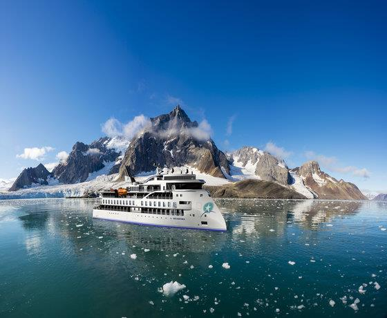 Reykjavik Stay & Circumnavigation Expedition