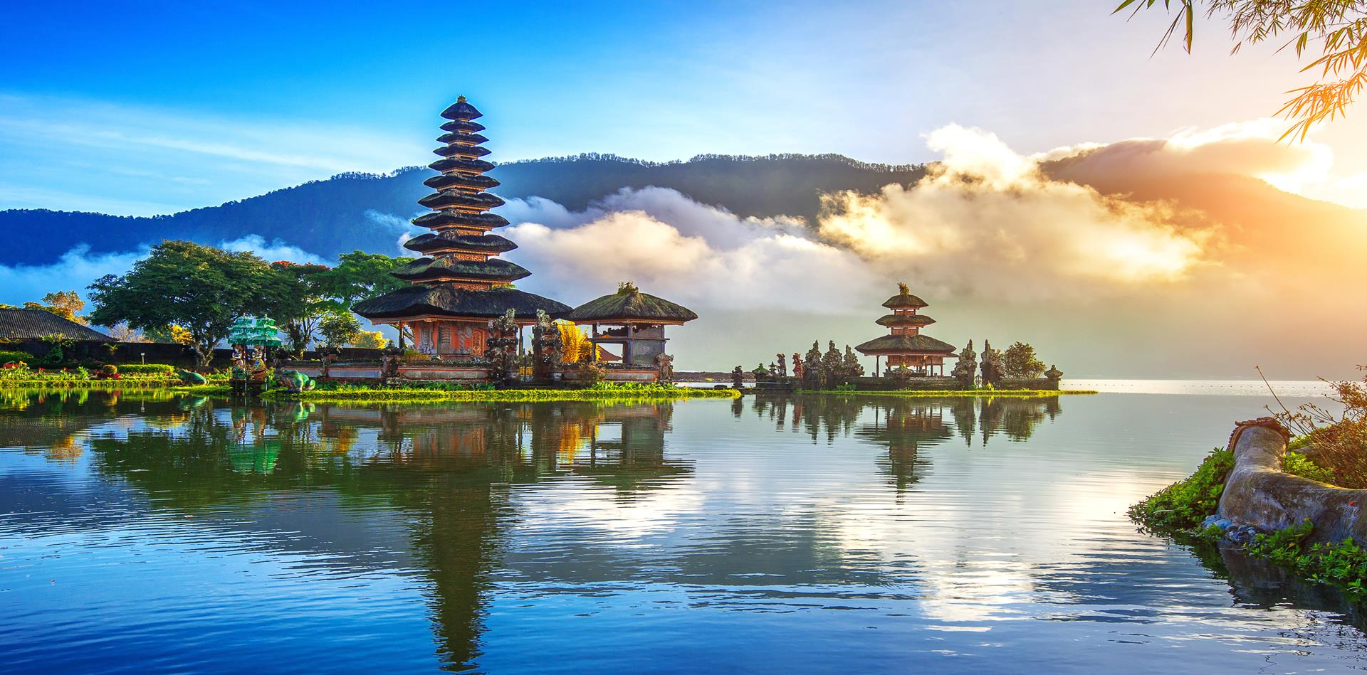 Bali Beaches & Luxury Indonesian Sailing Experience (RP)
